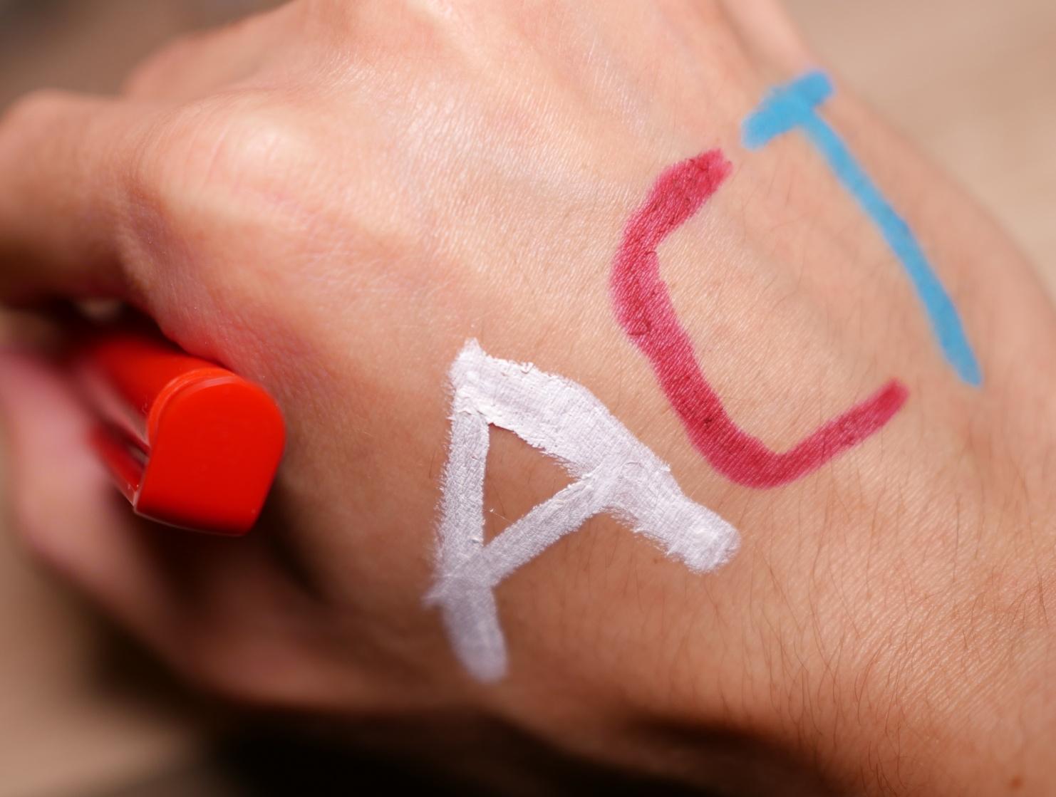 ACT Symbolbild auf Hand geschrieben © Sami Rauscher