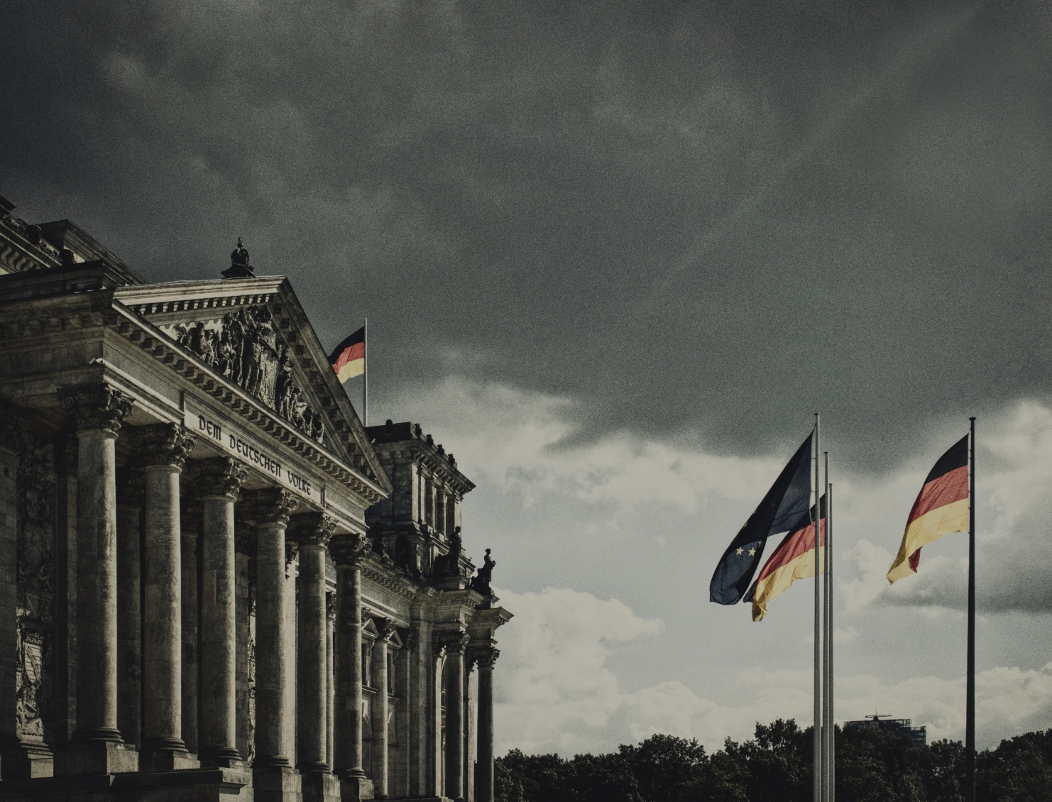Deutscher Reichstag mit grauem Wetter © Photo by David Cohen on Unsplash