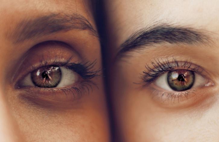 Nahaufnahme Augen von zwei Personen © Soroush Karimi for Unsplash