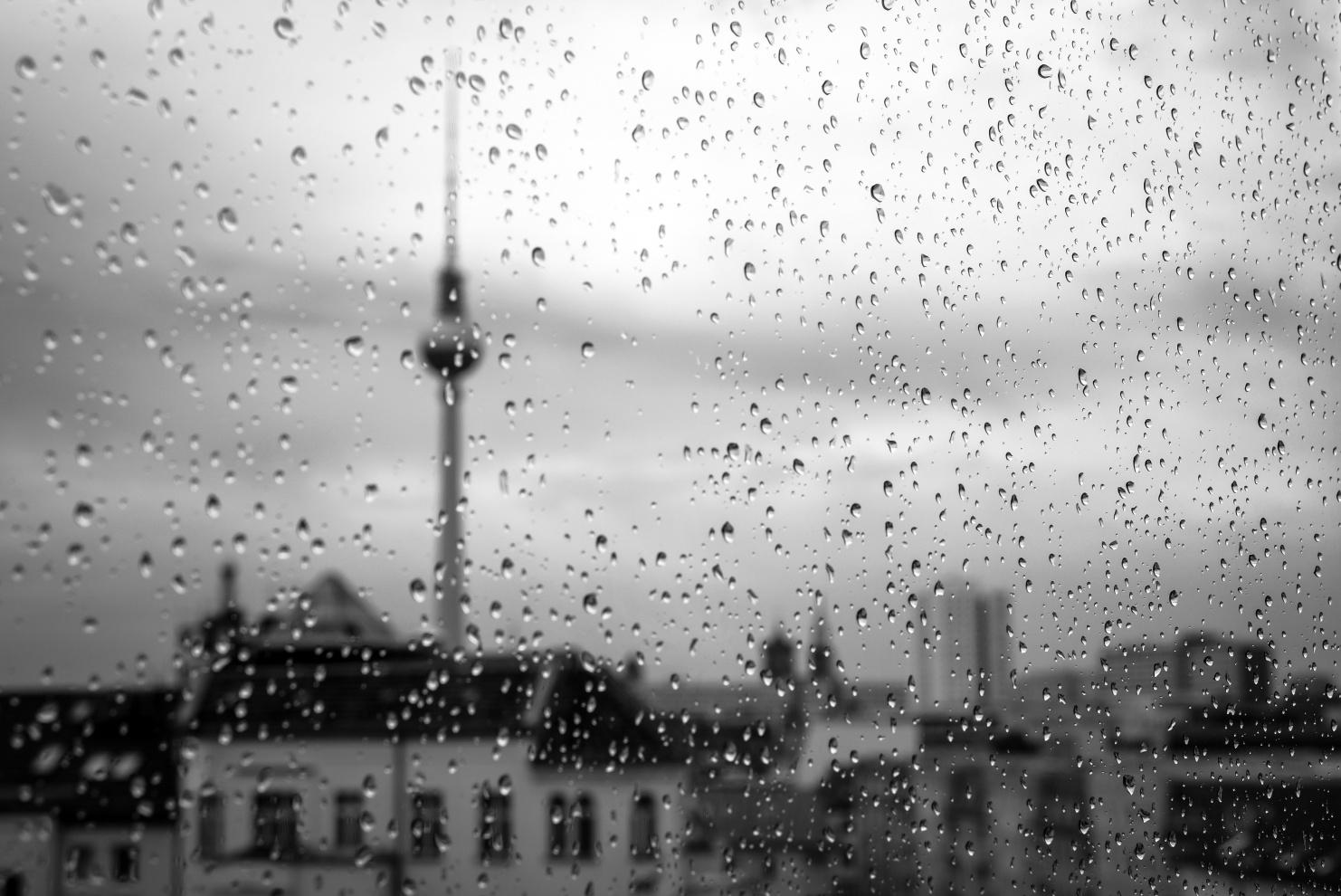 Alexanderplatz Fernsehturm im Regen © Ghost Presenter on Unsplash
