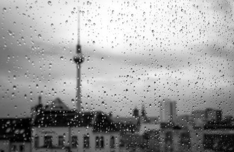 Alexanderplatz Fernsehturm im Regen © Ghost Presenter on Unsplash