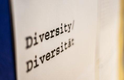 Von Statt Über Uns - Plakat mit Aufschrift Diversity © David Warmbold / EOTO